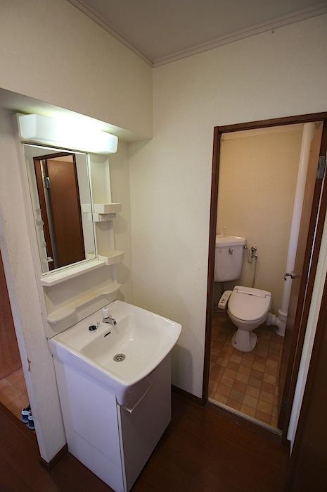 洗面とトイレも綺麗