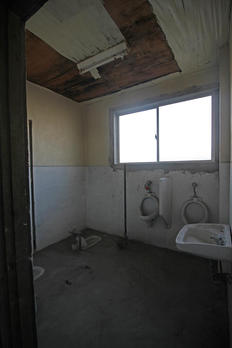 3階部分、トイレ跡地(使用不可!)下階共用トイレをご利用いただきます。
