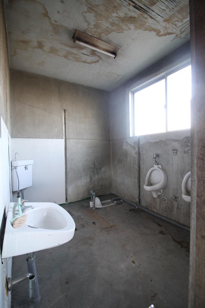 3階、トイレ跡地(使用不可!)下階共用トイレをご利用いただきます。