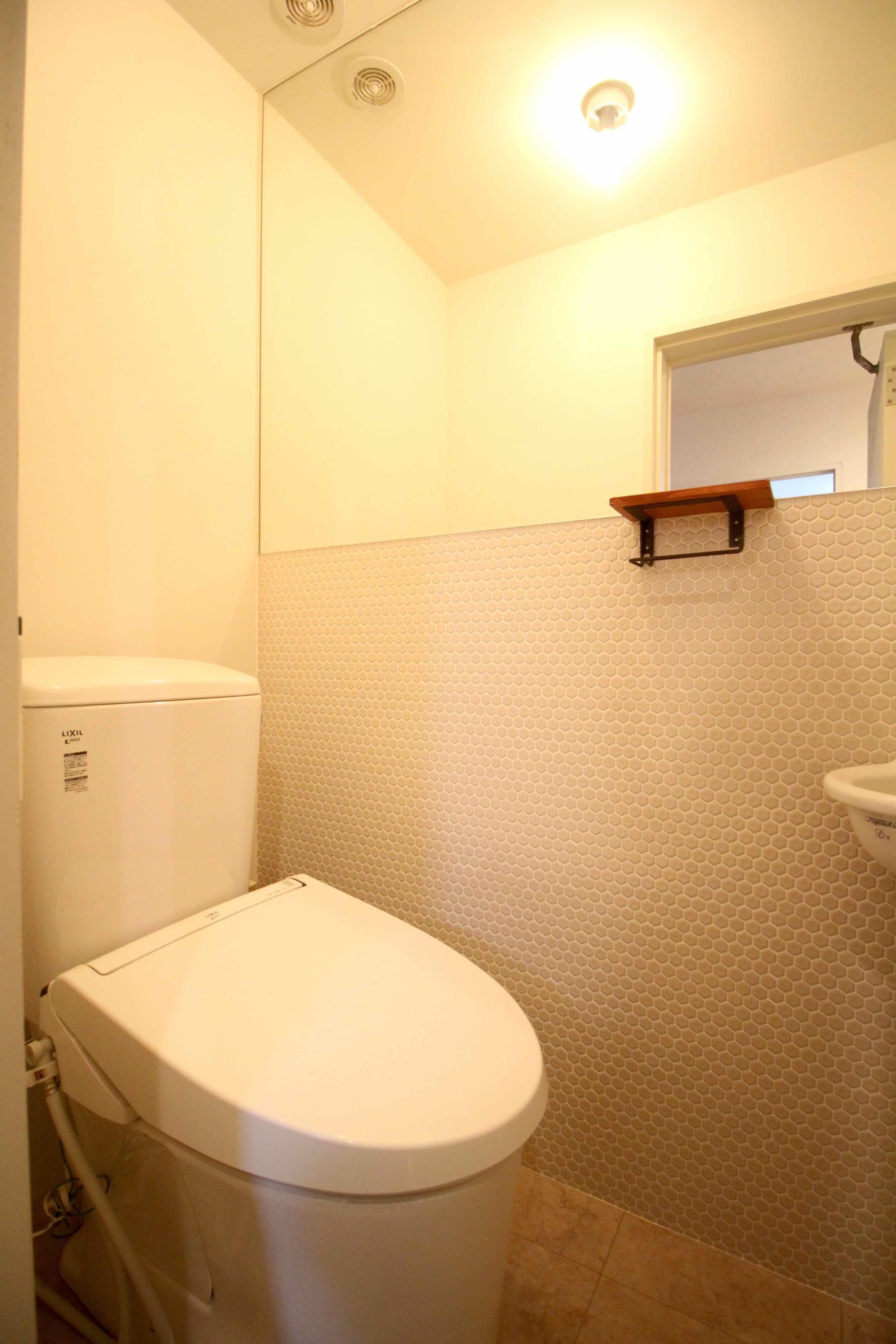 トイレもタイル貼り