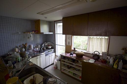 無垢材扉の食器棚