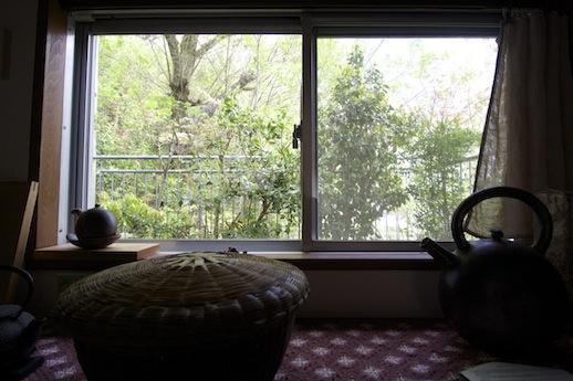 キッチン窓からの風景も絵になる