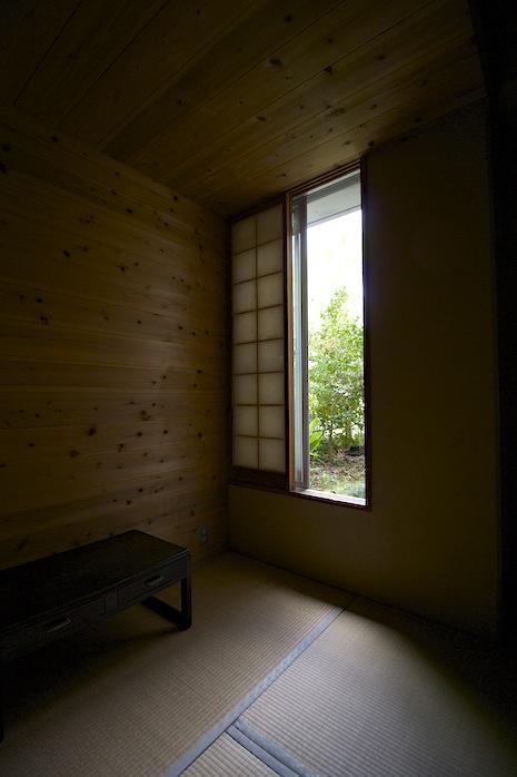 スリット窓からの景色に魅かれます