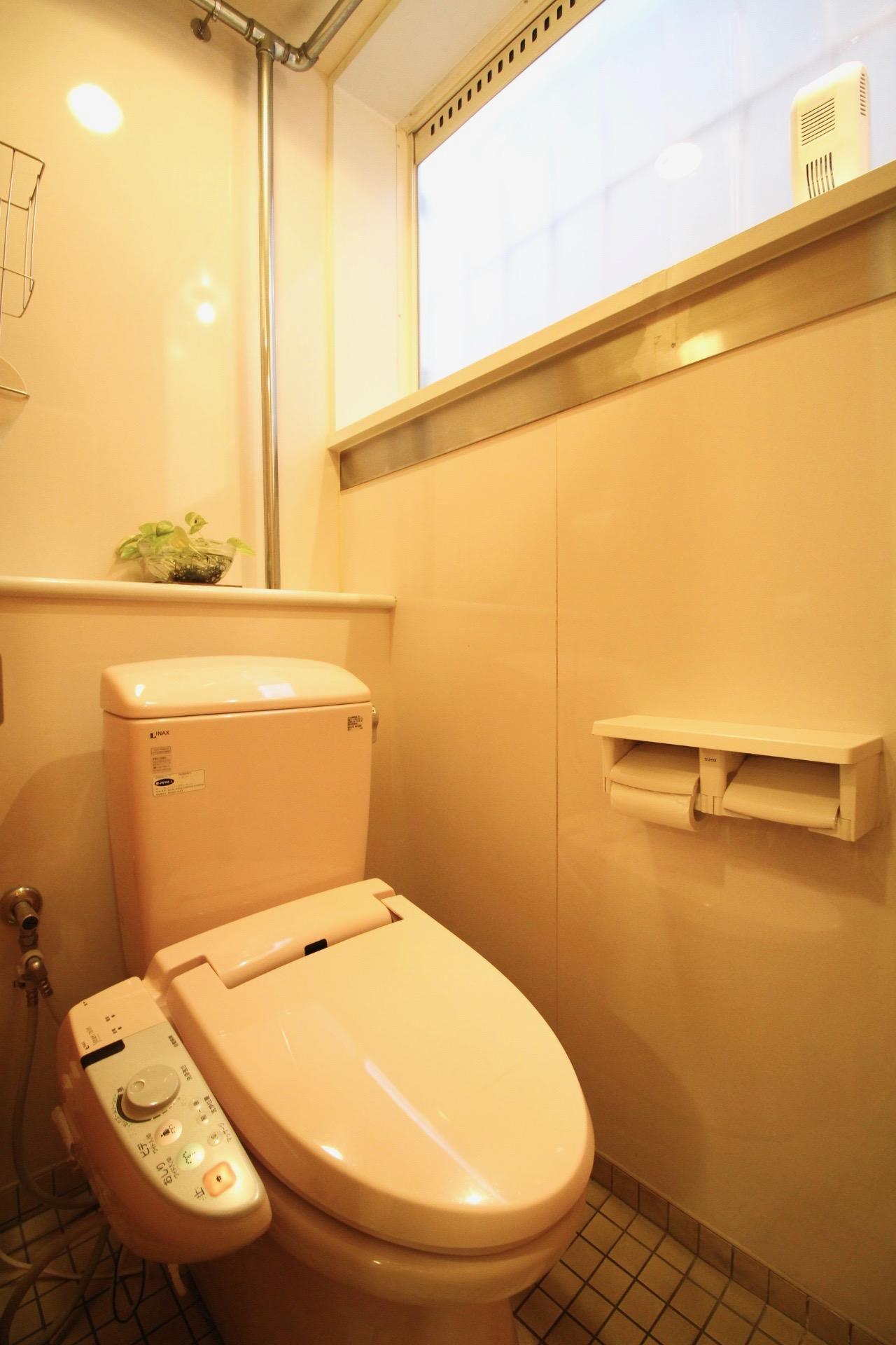 トイレ(女性専用は洋式、ウォシュレット付)