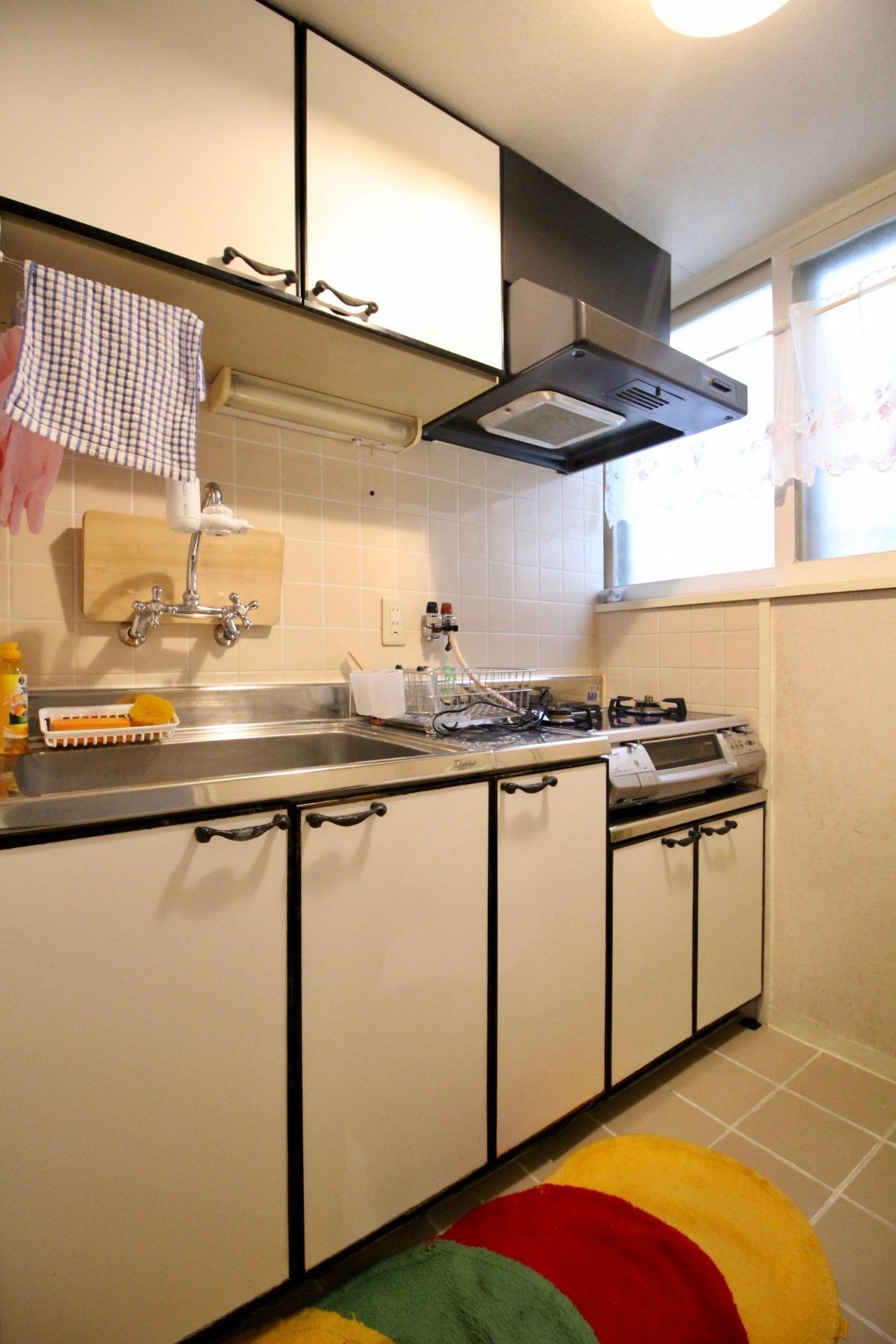 清潔感のあるキッチン。一見普通だけど取っ手や蛇口にこだわってます。