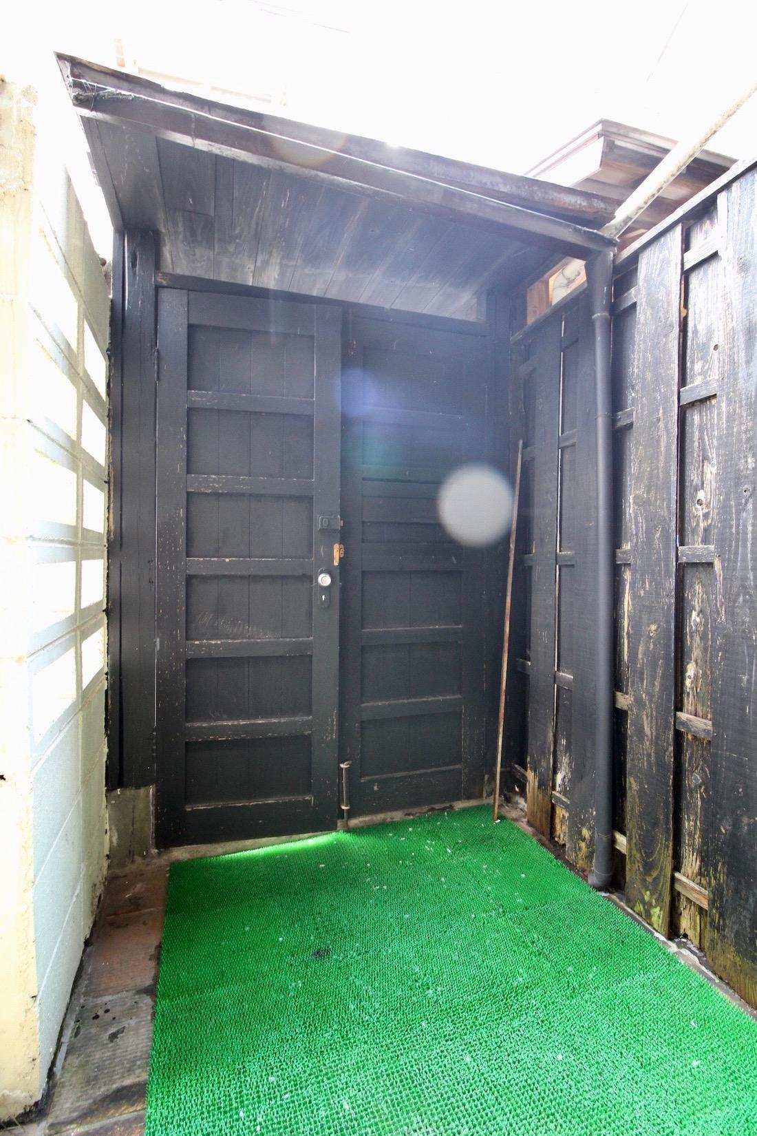 味のある門扉