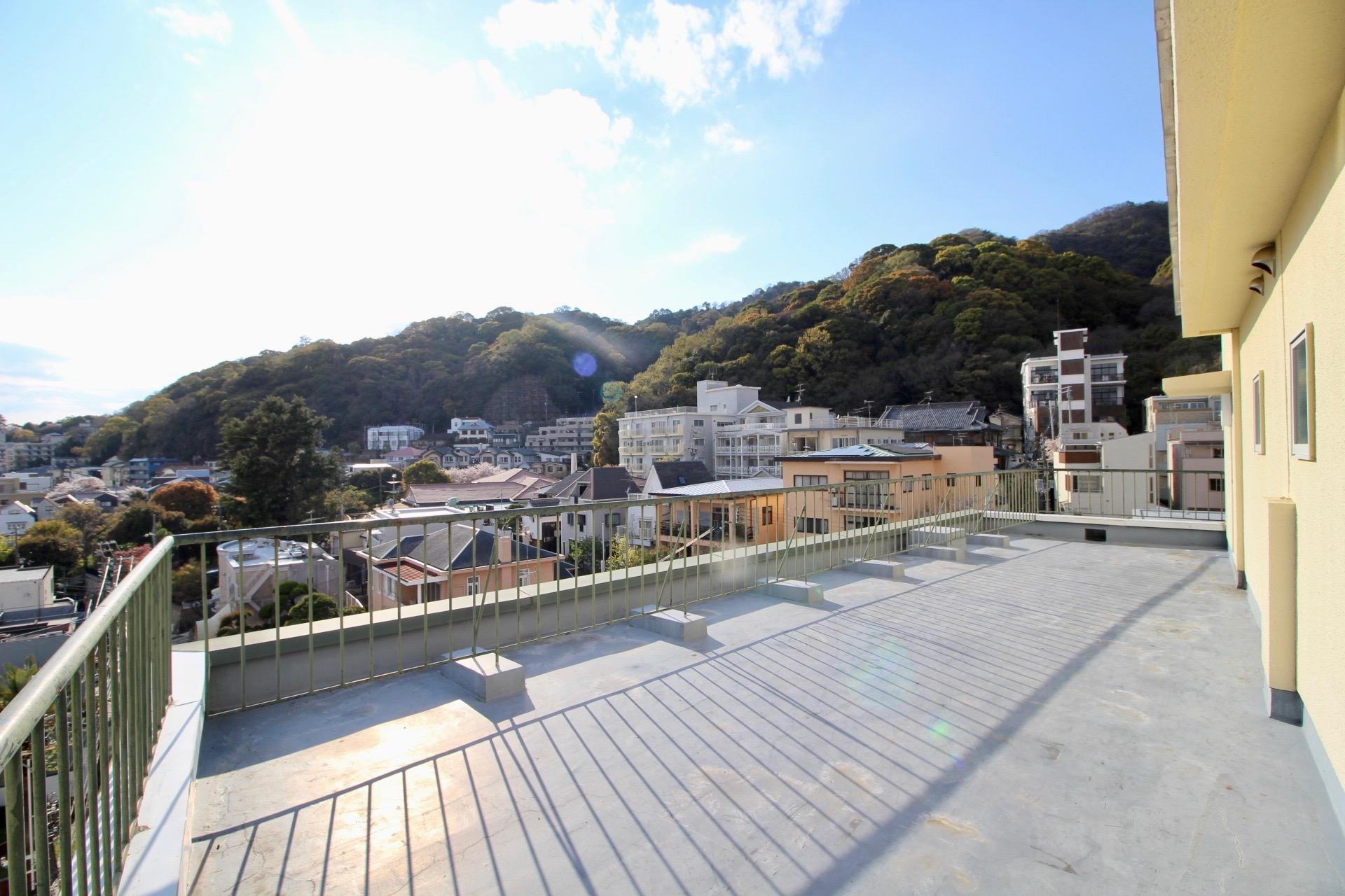 ぐるりルーフで屋上生活 (神戸市中央区北野町の物件) - 神戸R不動産
