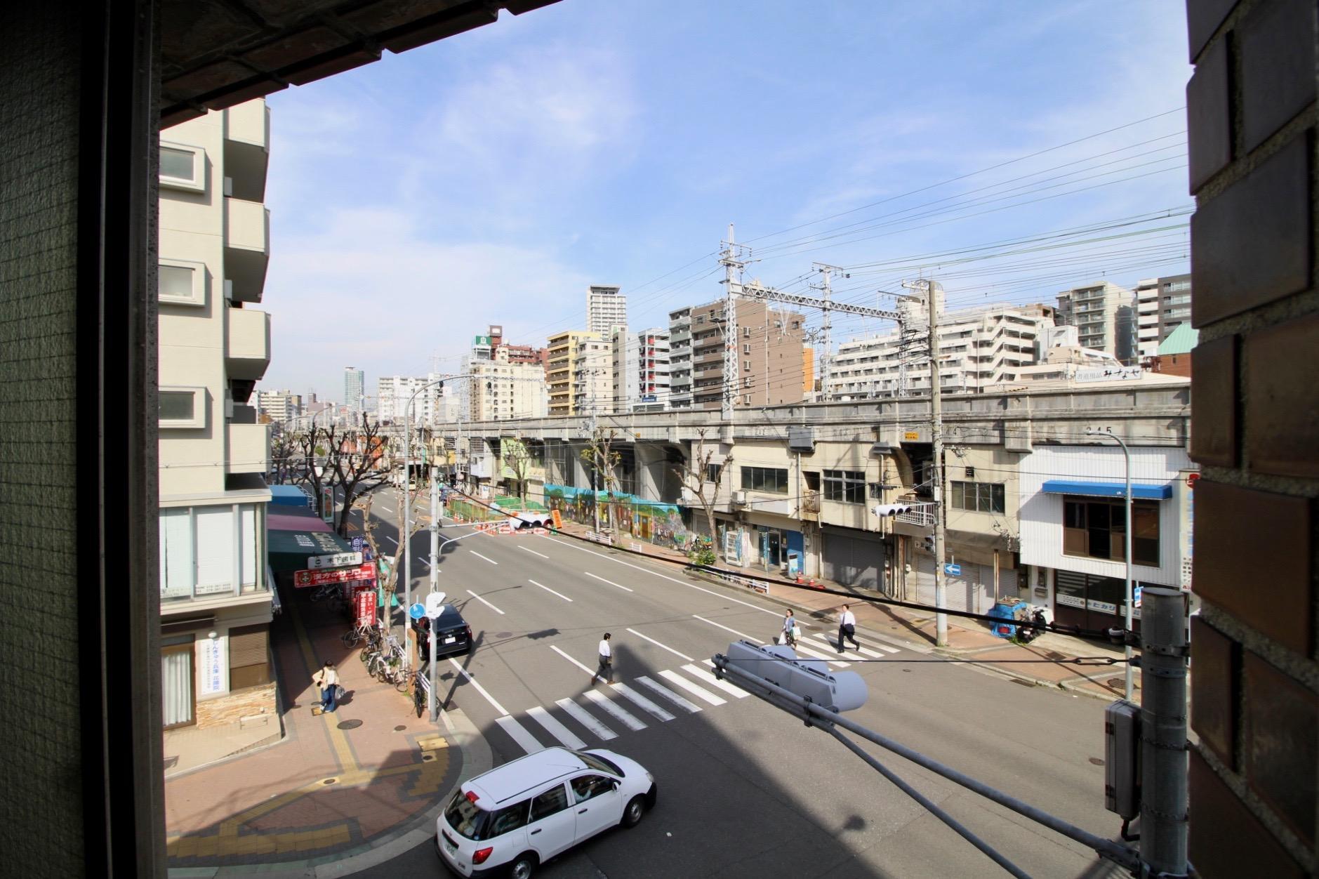 窓から見える阪急と高架下もノスタルジー