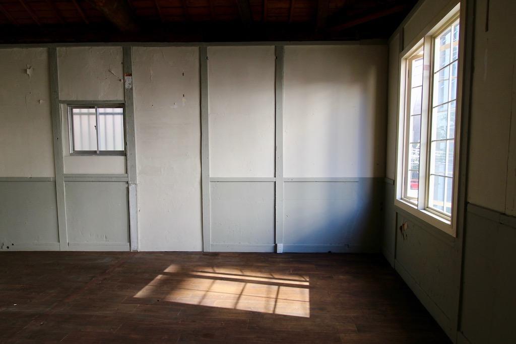 2階。22号室。窓が絵になります。