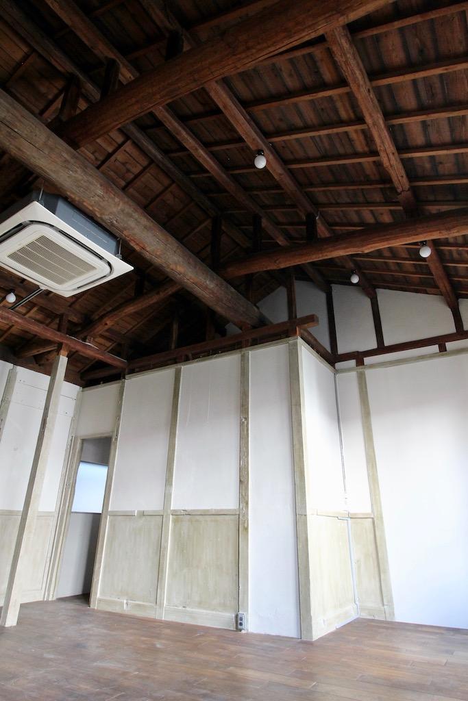 23号室。天井の梁がかっこいい。