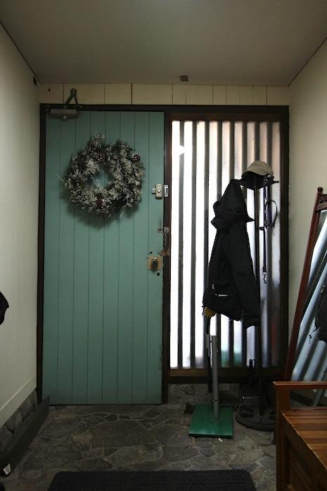 ターコイズグリーンの扉が効いてます