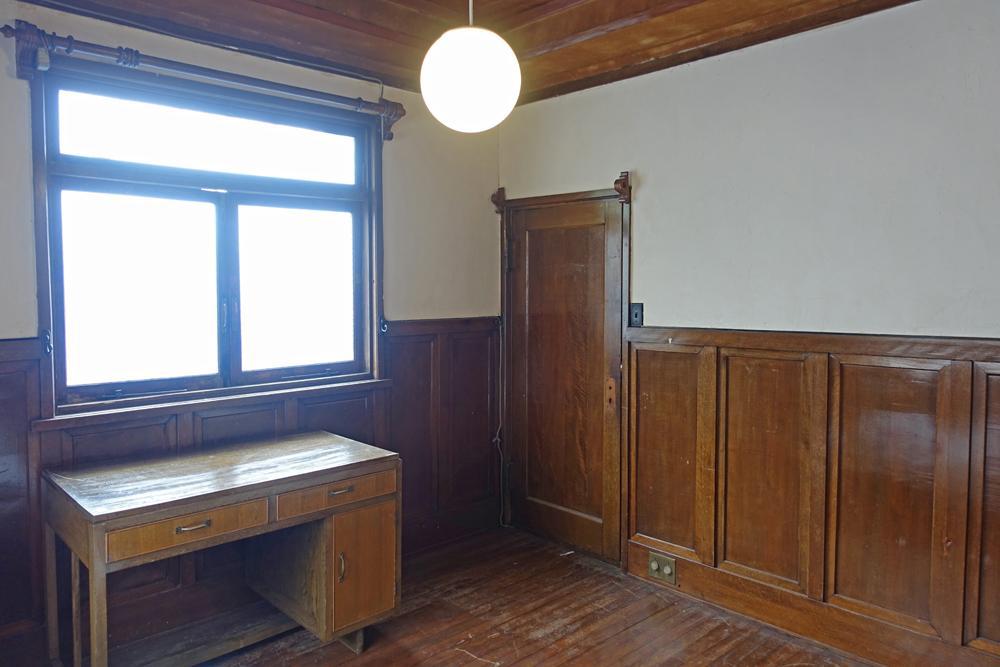 募集中のお部屋1、内装は当時のまま、かなり古いです。
