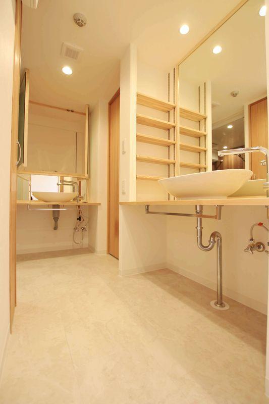 家族で住むと朝混み合う洗面台は2つ完備