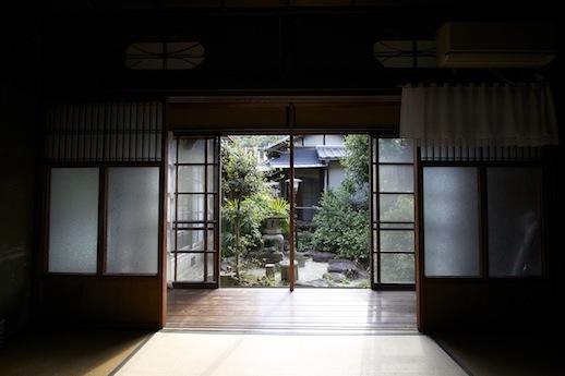 1階和室から中庭を眺めたい