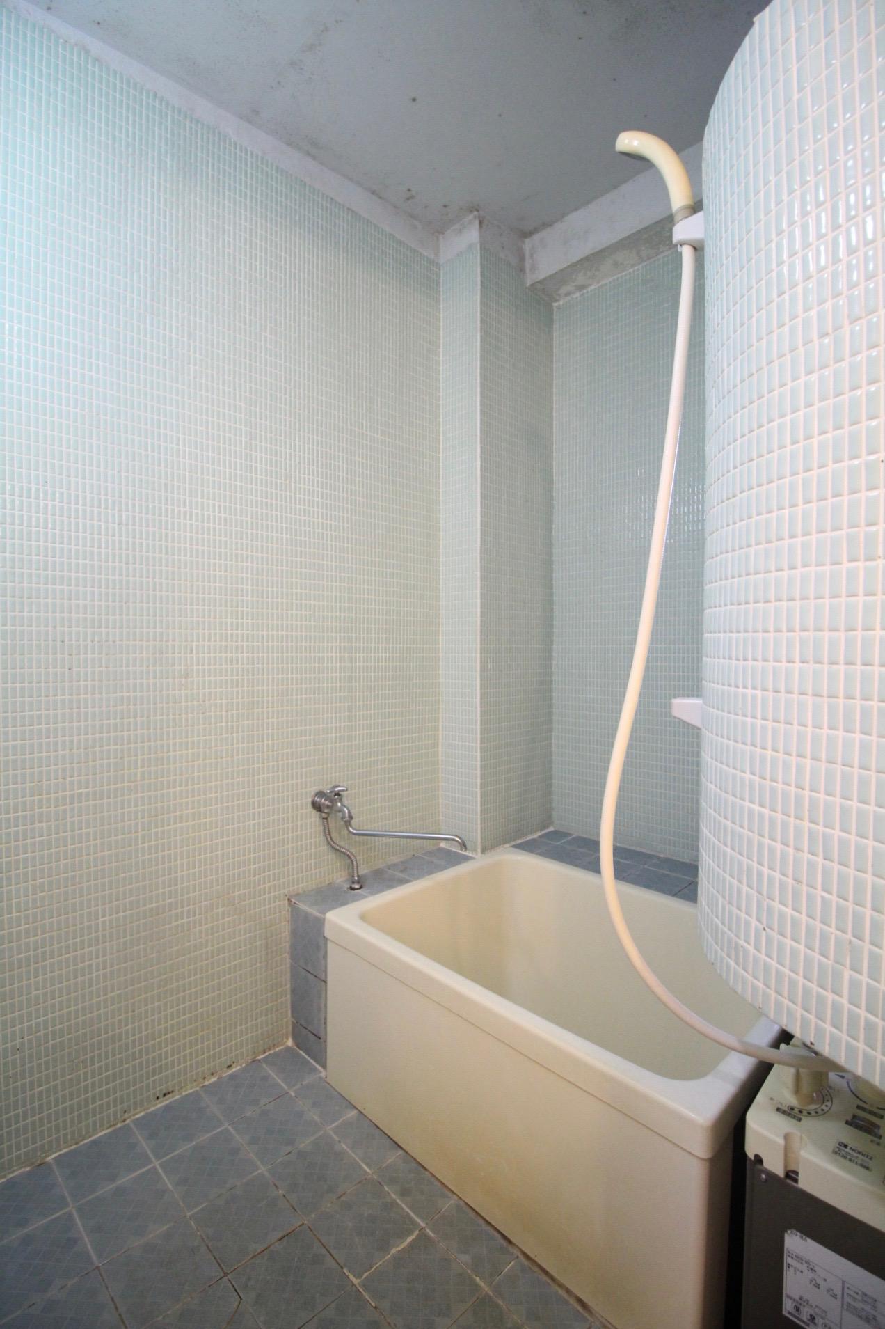 風呂は正直古さを感じます(503号室)