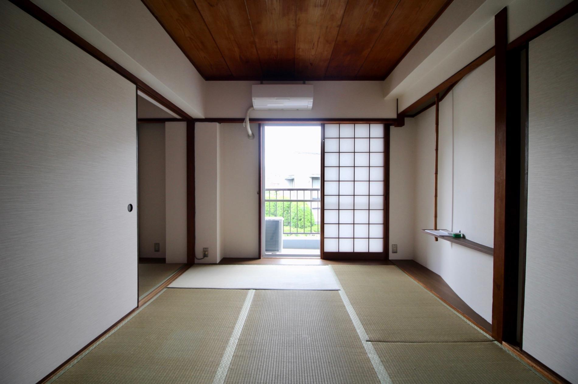 木張りの天井の和室