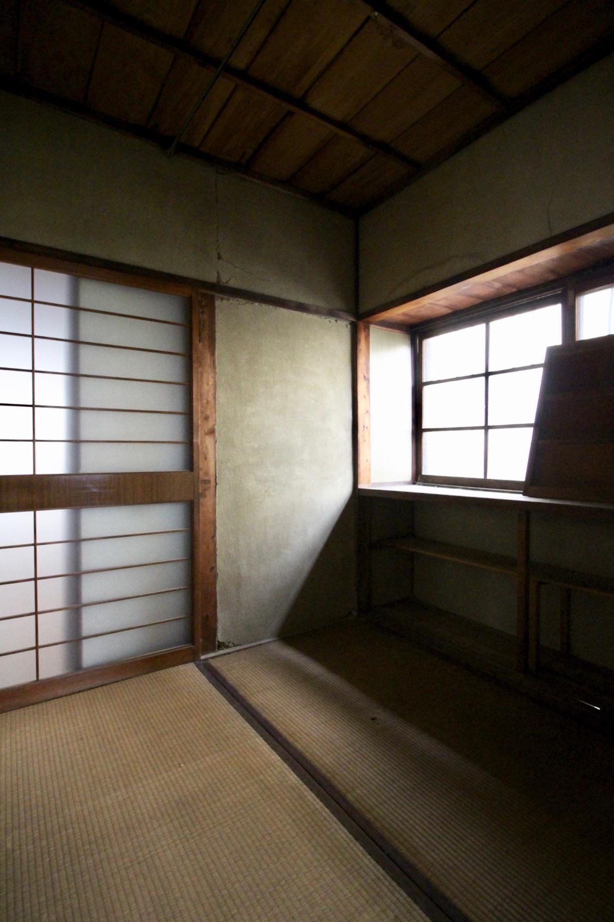 3畳ほどの小さな和室