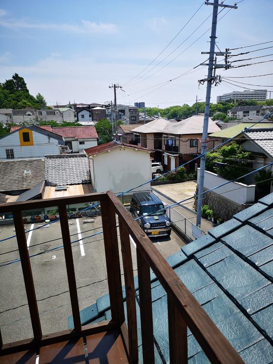 階段から屋上スペースへのアクセス