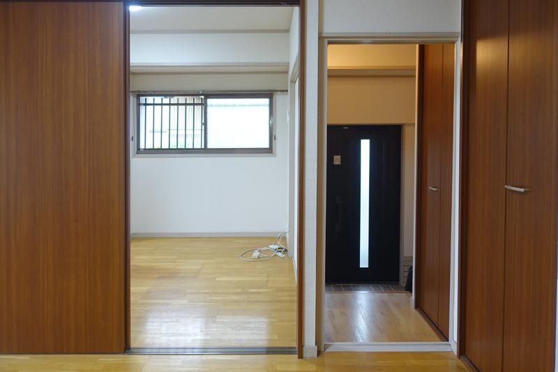 リビングと洋室玄関のドア