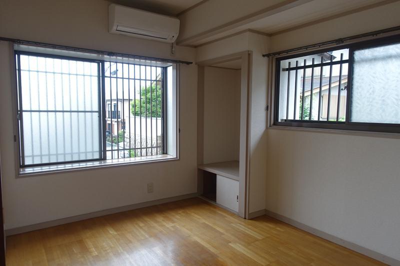 洋室にも窓がいっぱい