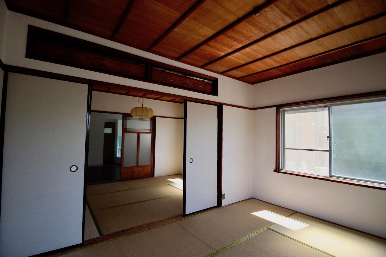 漆喰壁や欄間、床の間など昔ながらの建物の良さをそのままに
