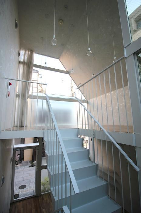 2階の上階。南向きの大きな窓からたっぷり自然光