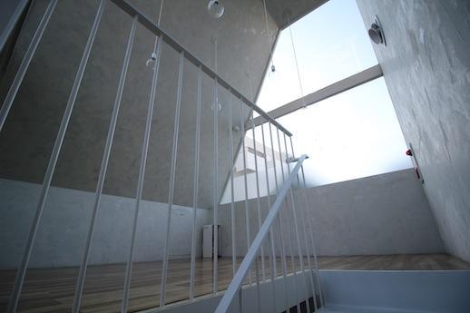 3階。北窓でもこんなに大きいとずいぶん明るい