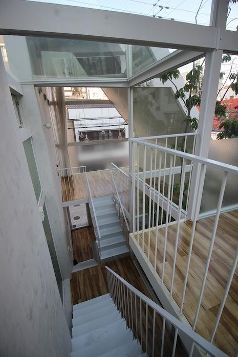 3階から1階まで見下ろす。スキップフロアの味わい