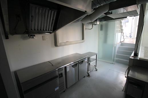 1階の下階に本格的な厨房スペース
