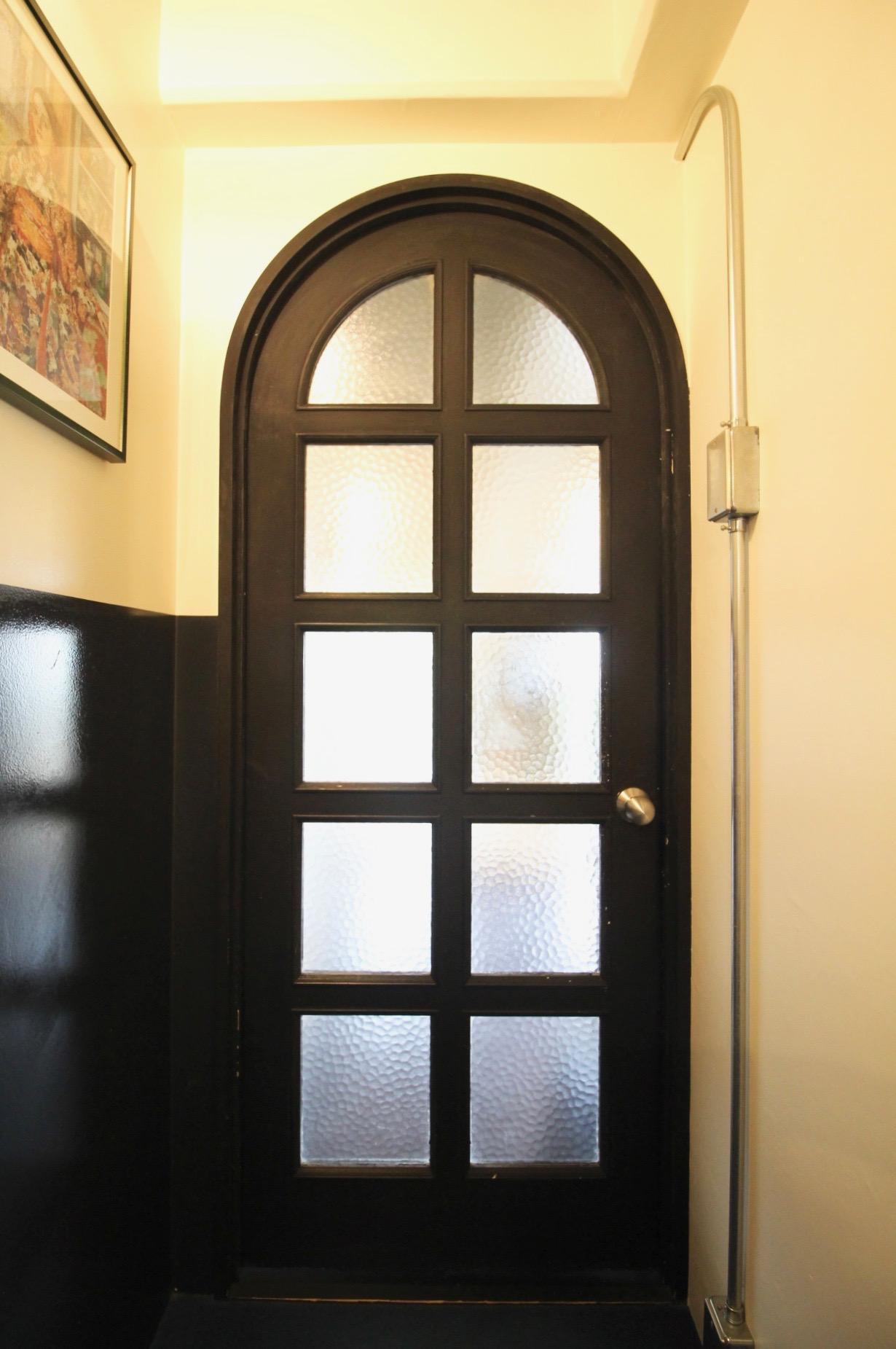 アーチのドア