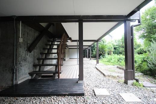 住居への階段下廻り。渋すぎます