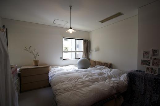 寝室。ほのかな明かりでよく眠れそう