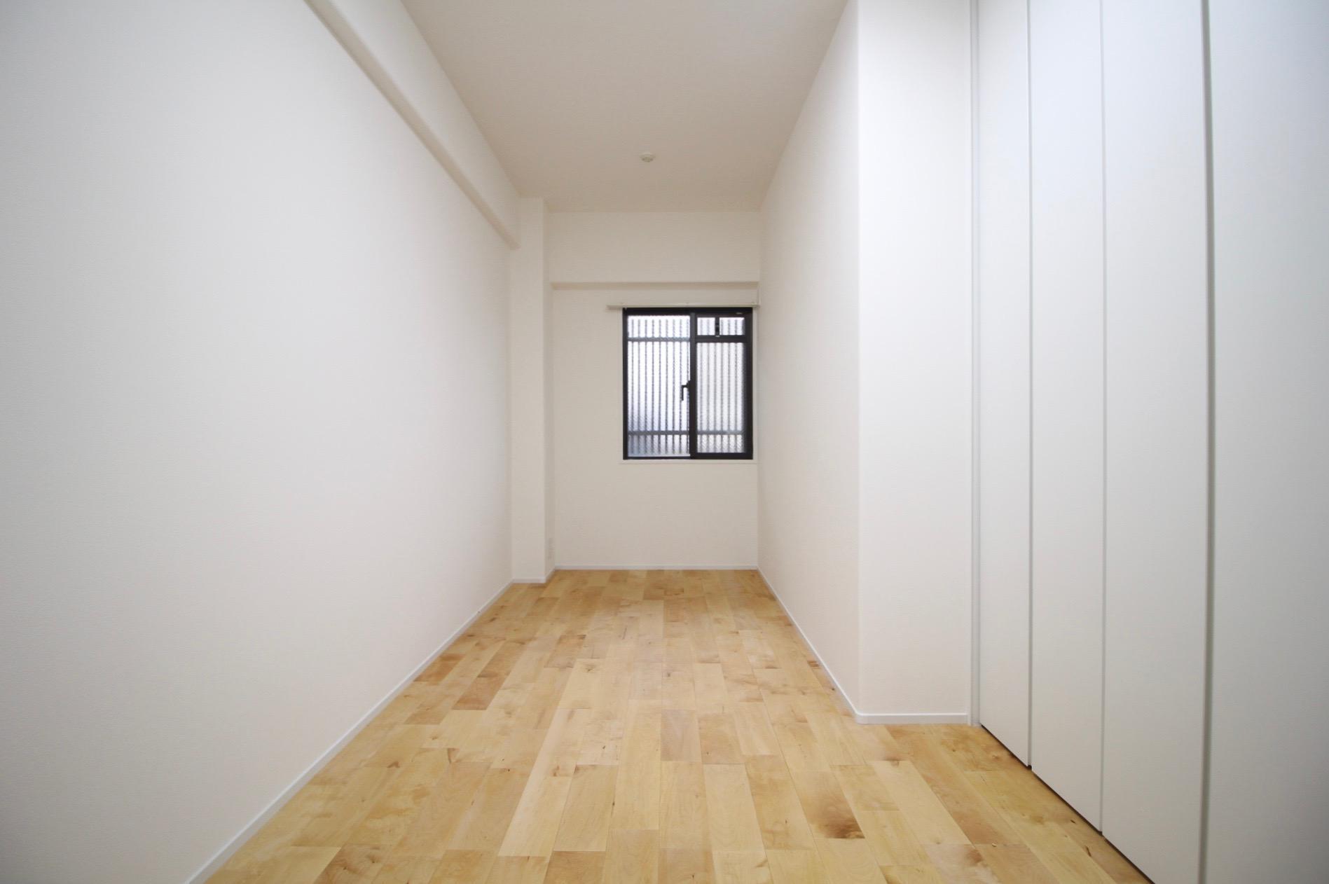 少し狭いこちらの部屋は書斎や納戸にも