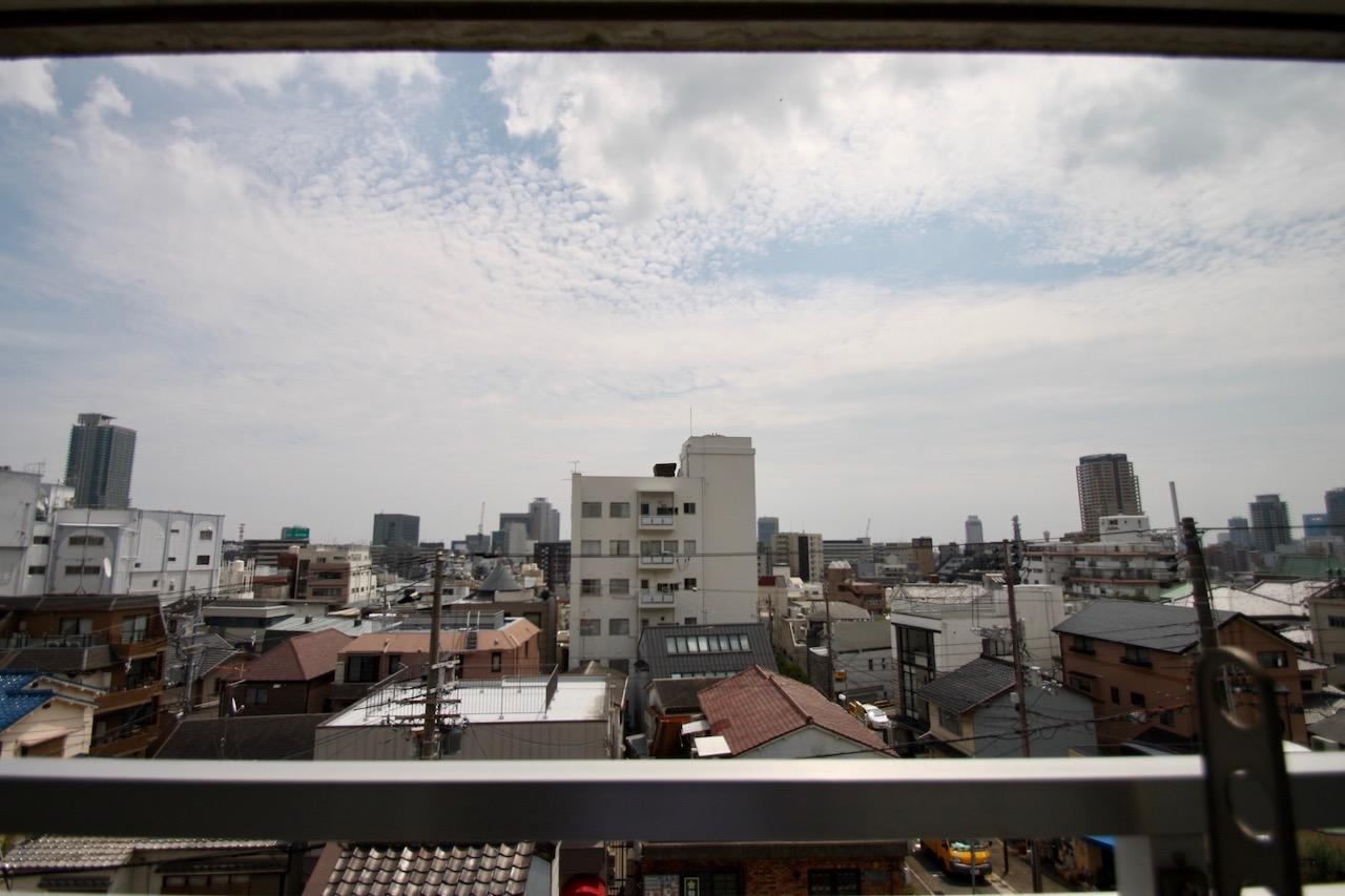空が広い。小さくだけどポートタワーまで見えます。