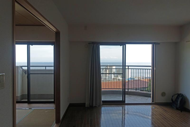 2階、リビングと和室、208号室