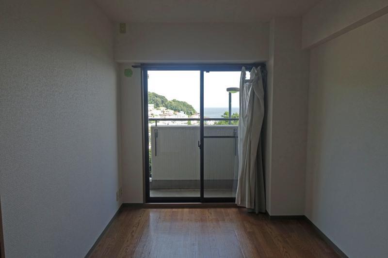 1階、リビング横の洋室、107号室