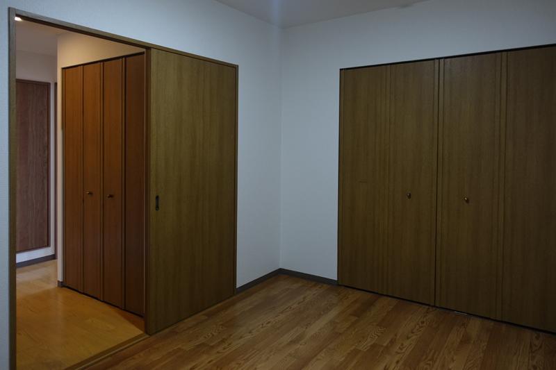 1階、北側の洋室、107号室