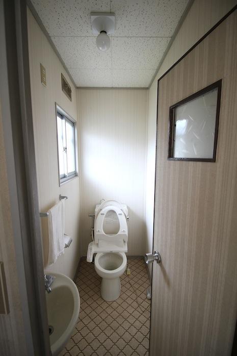 2Fトイレも窓があって明るい