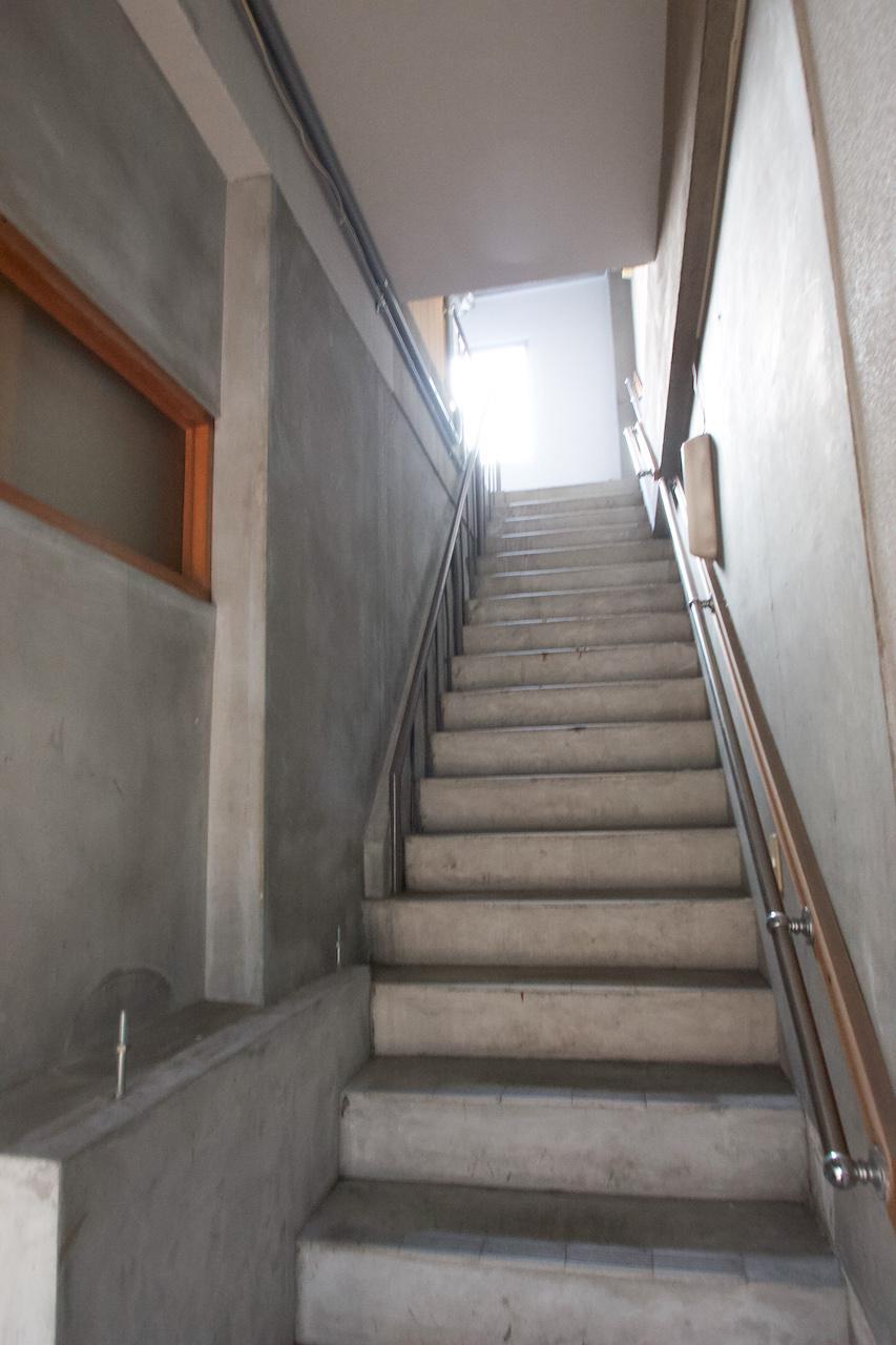 2階玄関から3階へ