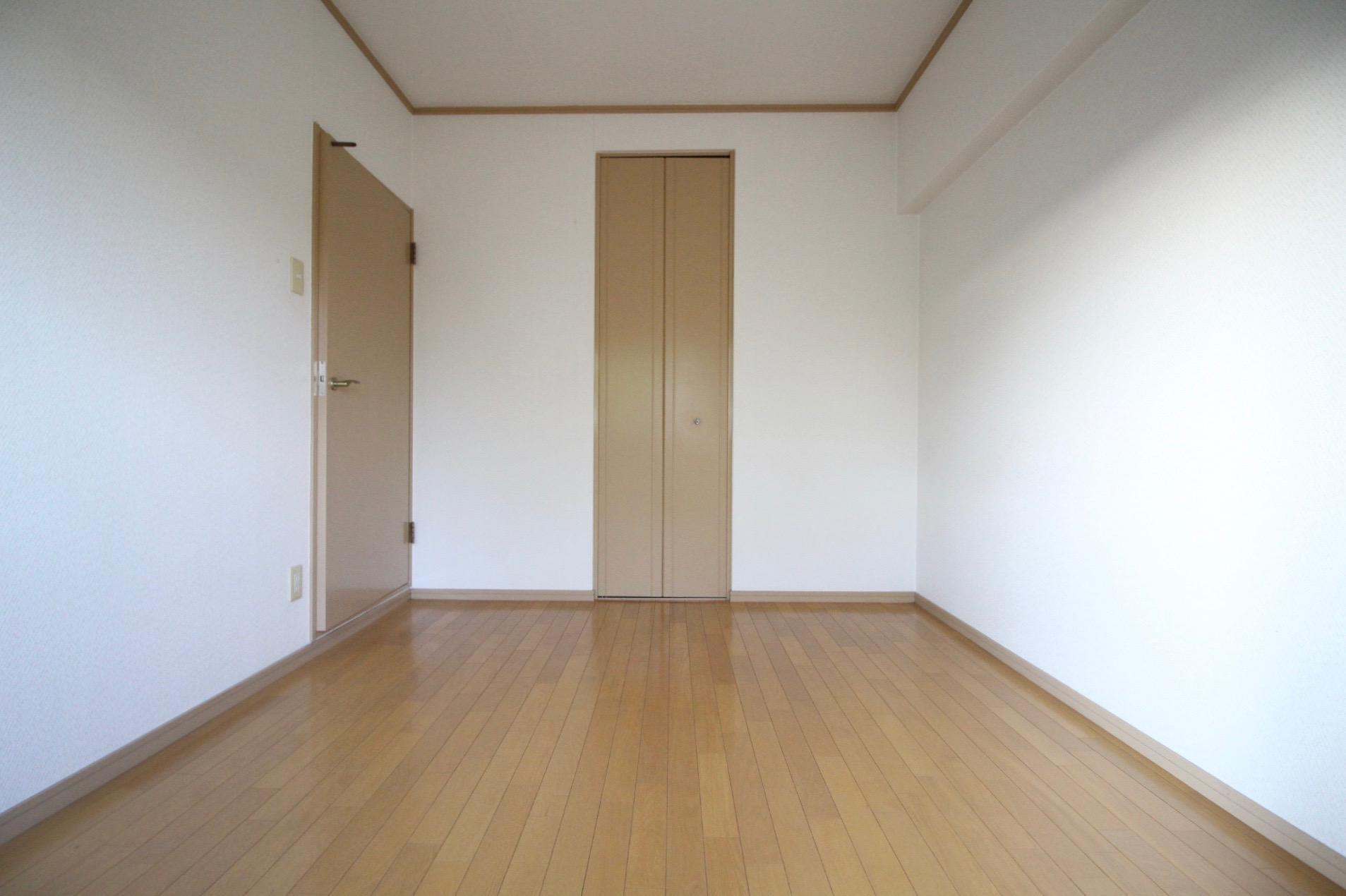 南東側洋室