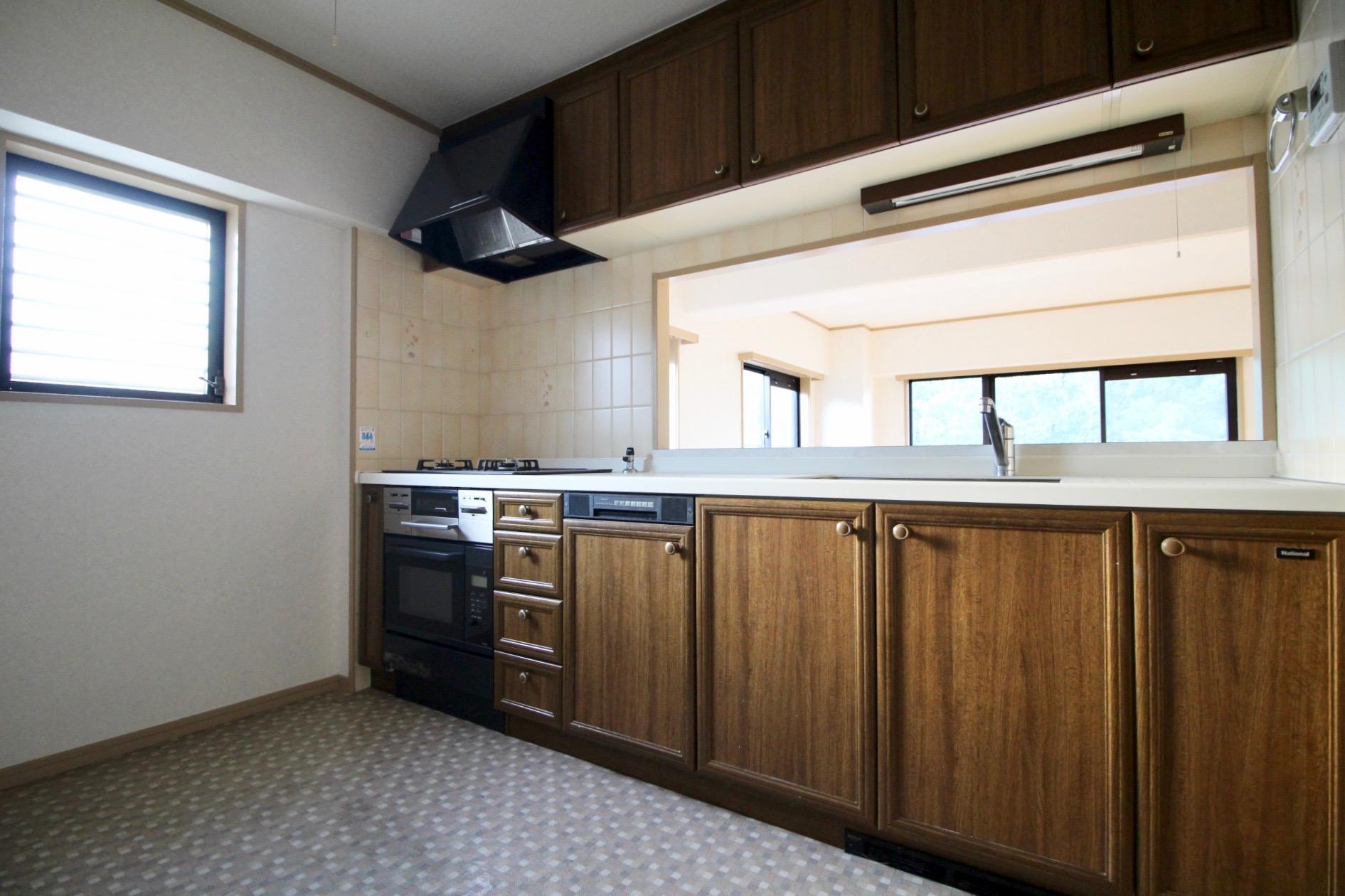 レトロな木製キッチン