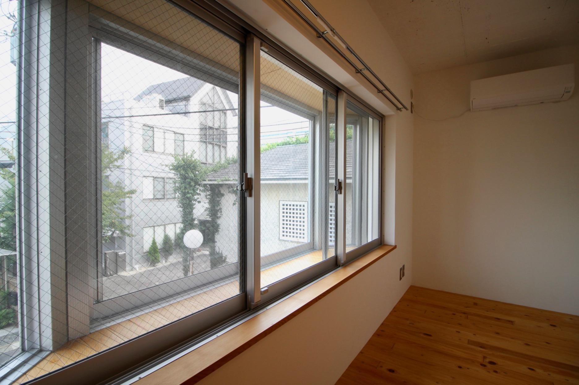この洋室窓際でも植物を育てたい
