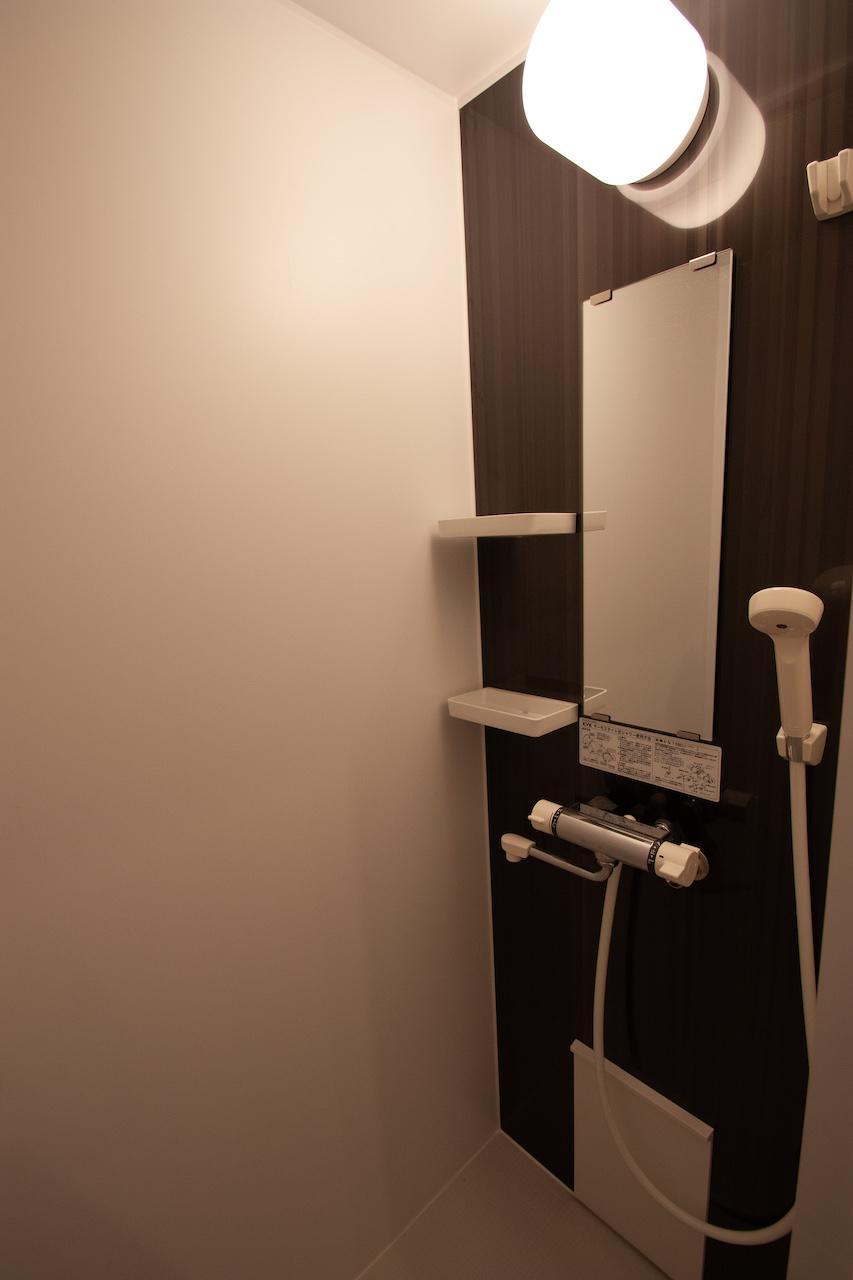 シャワーのみ。バスタブはありません