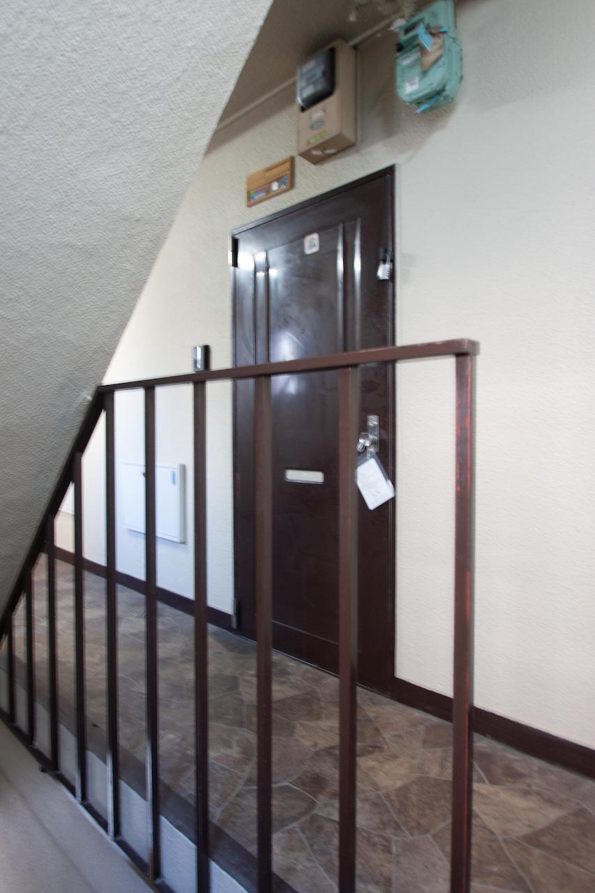 茶色の玄関扉