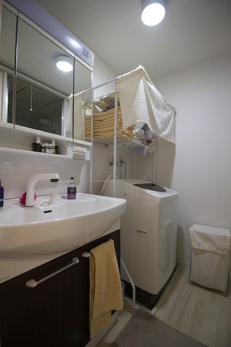 洗面廻りは清潔かつ機能的。