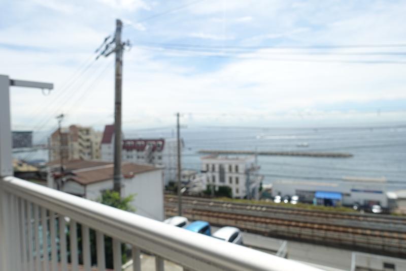 2階ベランダから海を眺める