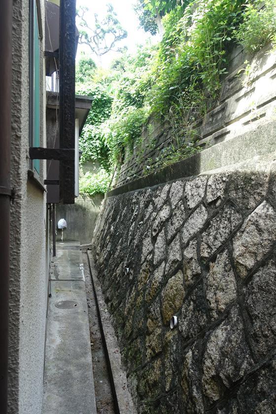北側は石垣