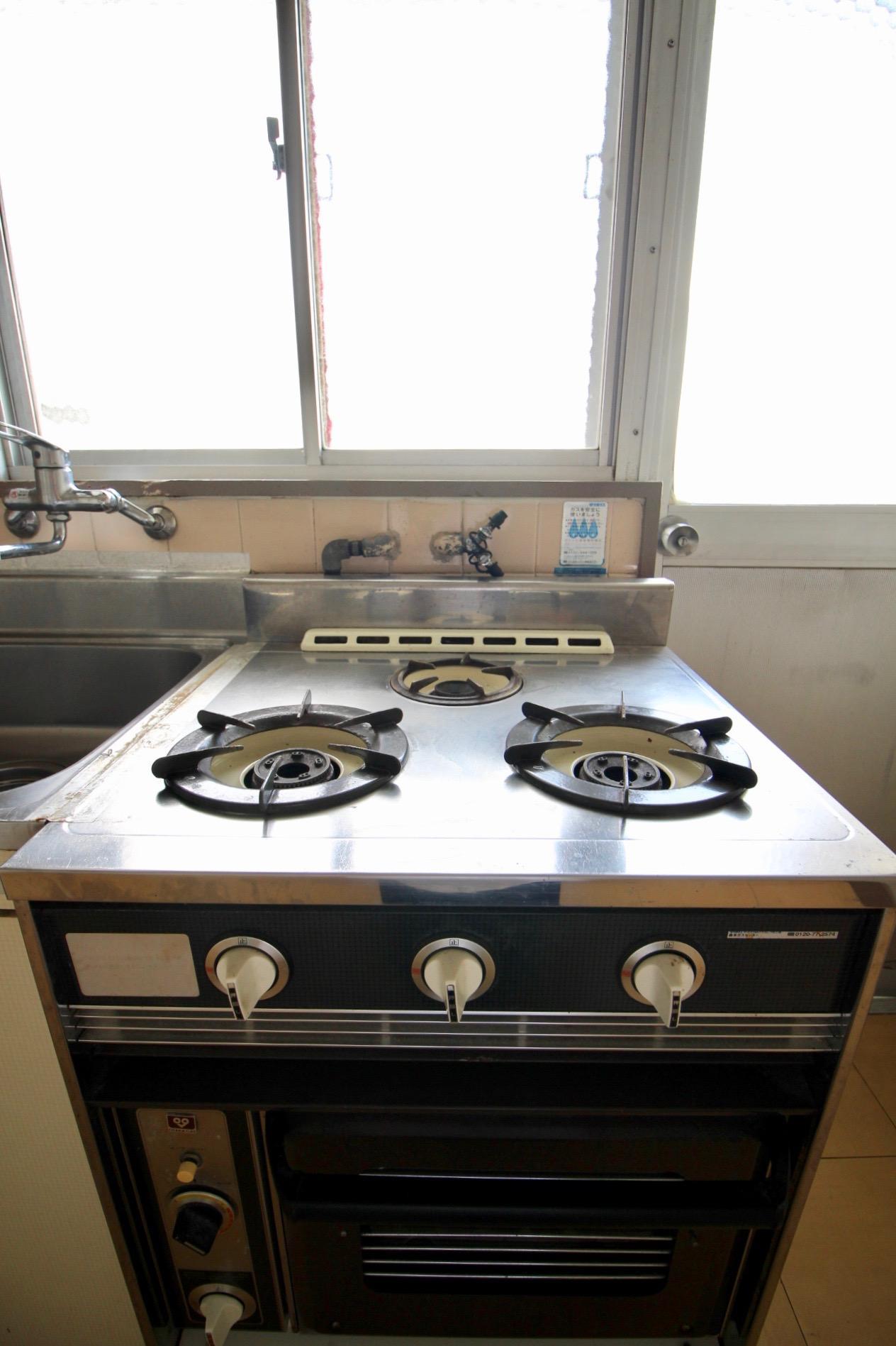 レトロなオーブン付きコンロ