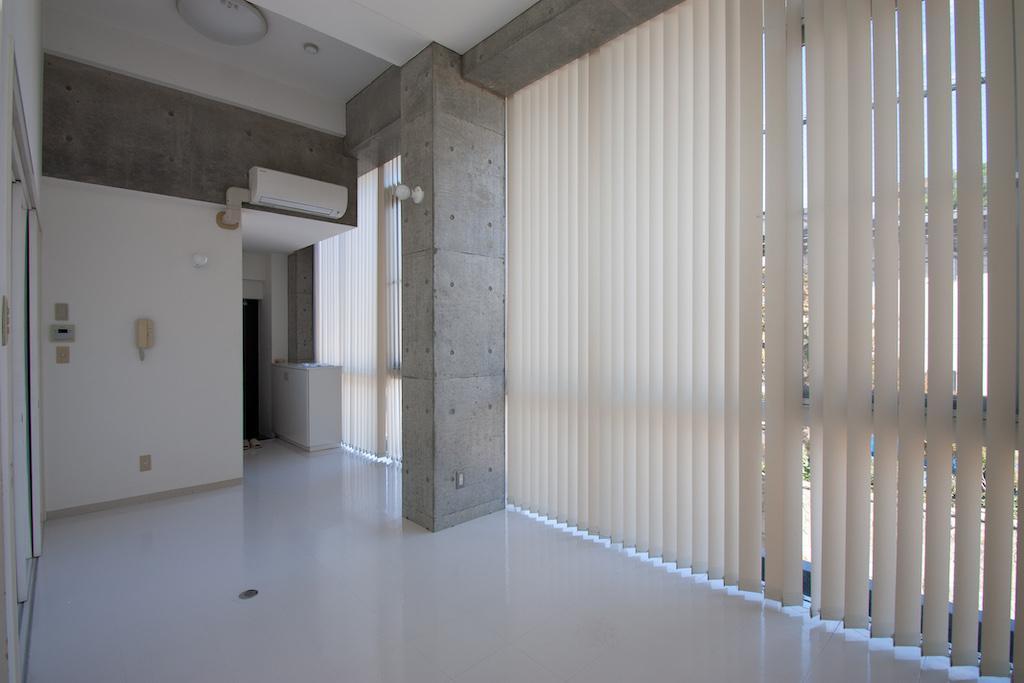 ブラインドカーテンを閉めきった状態[201号室]