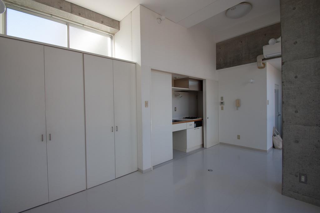 引き戸で隠せるタイプのキッチンです[201号室]